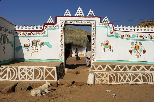Traditionally painted wall and entrance to the courtyard of a house, Thar Desert, Rajasthan, North India, India, Asia : Stock Photo