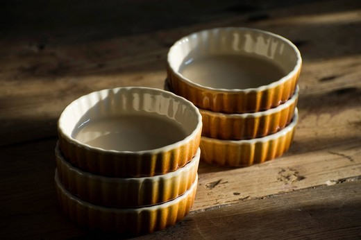Stock Photo: 1848-485554 Ceramic baking pans for tarts