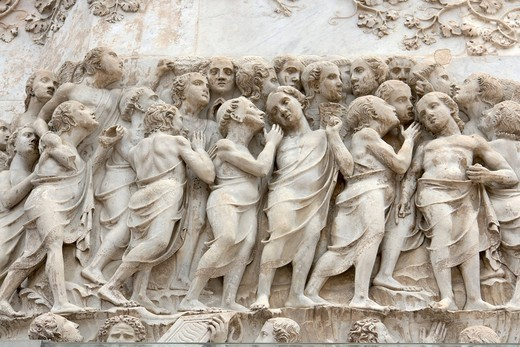 Detail of the bas_relief on the fourth pillar_pinnacle, doomsday, showing the chosen ones, Gli Eletti, façade of the Duomo, cathedral, in Orvieto, province of Terni, Umbria, Italy, Europe : Stock Photo