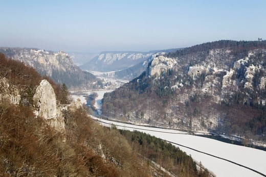 View from the Eichfelsen rock on Schloss Werenwag castle and the Danube valley, Naturpark Obere Donau nature park, Swabian Alb, Baden_Wuerttemberg, Germany, Europe : Stock Photo