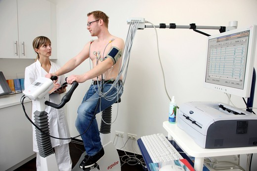 Stock Photo: 1848-490198 Medical practice, stress ECG, test to measure the cardiac function of a patient on a cardio machine
