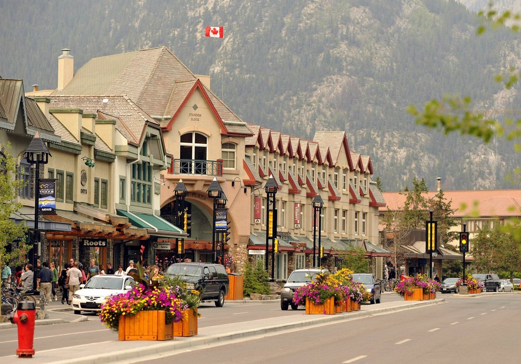 Stock Photo: 1848-490413 Cascade Plaza mall, Banff Avenue, Banff National Park, Canadian Rocky Mountains, Alberta, Canada