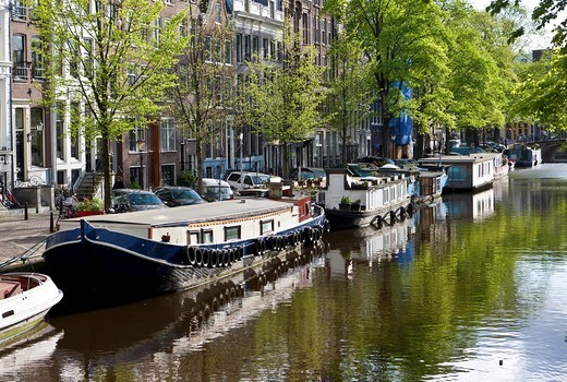 View of house boats and old canal houses and trading house, Prinsengracht, Amsterdam, Holland, Netherlands, Europe : Stock Photo