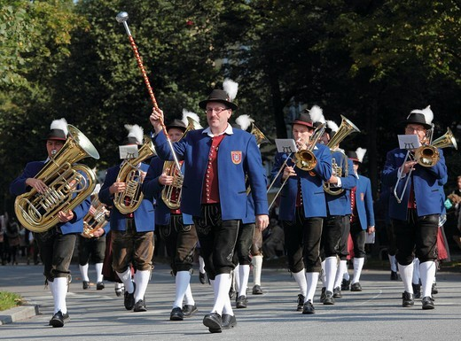 Monheim town band, Costume and Riflemen´s Procession at the Oktoberfest, Munich, Upper Bavaria, Bavaria, Germany, Europe : Stock Photo