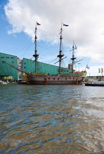 Stock Photo: 1848-492838 Museum ship, VOC Amsterdam, replica of the cargo ship from 1740, in front of NEMO, Technology Museum of Science, designed by Renzo Piano, Amsterdam, Holland, Netherlands, Europe