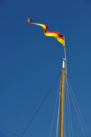 Mast of a sailing yacht with a flag, Friday Harbor, San Juan Island, Washington, Strait of Juan de Fuca, United States of America, USA : Stock Photo