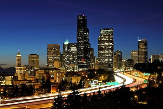 Night shot, Interstate 5 motorway in front of thw skyline of the Financial District in Seattle, Columbia Center, formerly known as Bank of America Tower, Washington Mutual Tower, Two Union Square Tower, Municipal Tower, formerly Key Tower, Smith Tower, Se : Stock Photo