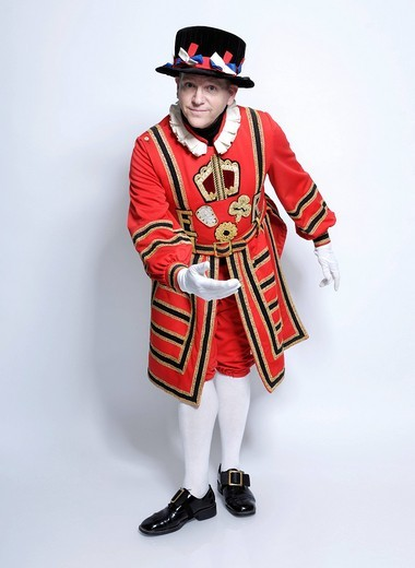 Stock Photo: 1848-494418 Yeoman of the Guard bowing in welcoming gesture