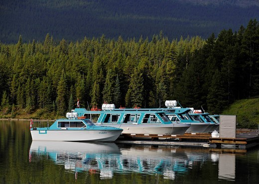 Dock, excursion boats on Maligne Lake, Maligne Valley, Jasper National Park, Canadian Rockies, Alberta, Canada : Stock Photo