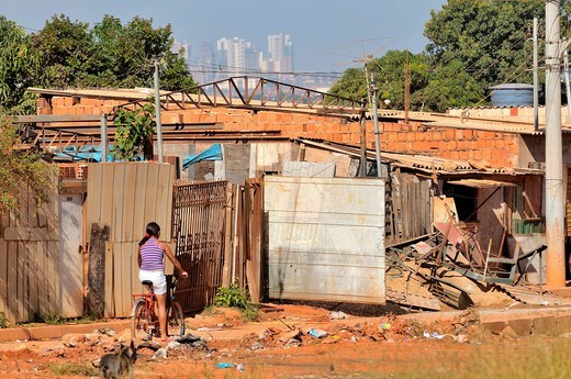 Stock Photo: 1848-496232 Rudimentary dwellings on the edge of Lixao dump in the satellite city of Estrutural near Brasilia, Distrito Federal, Brazil, South America