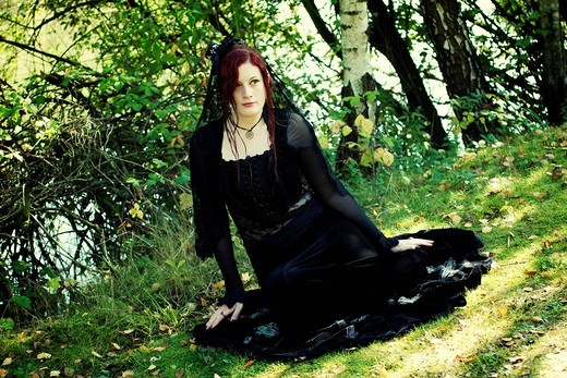 Stock Photo: 1848-496754 Woman, romantic Gothic red_haired, sitting on the ground
