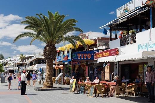 Shops and restaurants along the beach promenade, Avenida de las Playas, Puerto del Carmen, Lanzarote, Canary Islands, Spain, Europe : Stock Photo