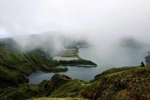 Crater lake Lagoa do Fogo, view from the Miradouro da Barrosa on the island of Sao Miguel, Azores, Portugal : Stock Photo