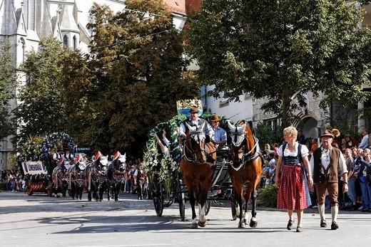 Stock Photo: 1848-498656 Traditional opening parade, Oktoberfest, Munich beer festival, Bavaria, Germany