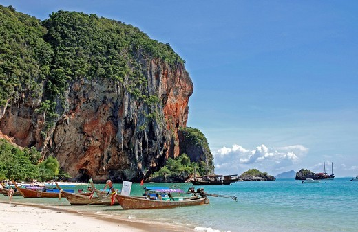 Stock Photo: 1848-500714 Popular climbing area, the karst mountains in Ao Railay in the south of Thailand