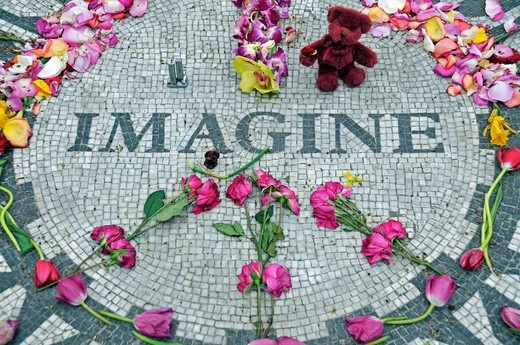 Adorned memorial to John Lennon, Strawberry Fields, Central Park, New York City, USA : Stock Photo