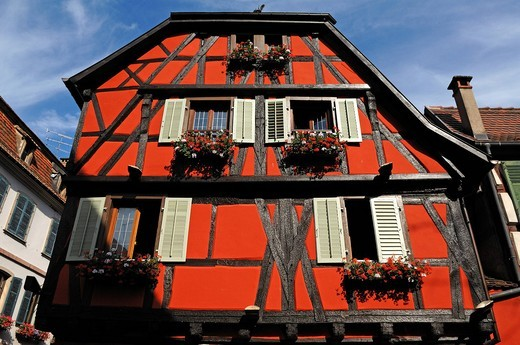 Old Alsatian half_timbered facade, 1 Rue de Juifs, Ribeauvillé, Alsace, France, Europe : Stock Photo