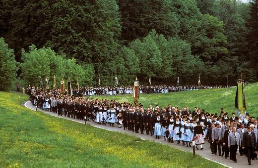 Costumed pilgrimage from Siegsdorf to Maria Eck, Chiemgau, Upper Bavaria, Bavaria, Germany, Europe : Stock Photo