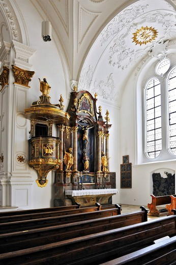 Side altar and pulpit, parish church of Mariae Himmelfahrt or Mary´s Assumption, 1624_28, Marienplatz, Weilheim, Bavaria, Germany, Europe : Stock Photo