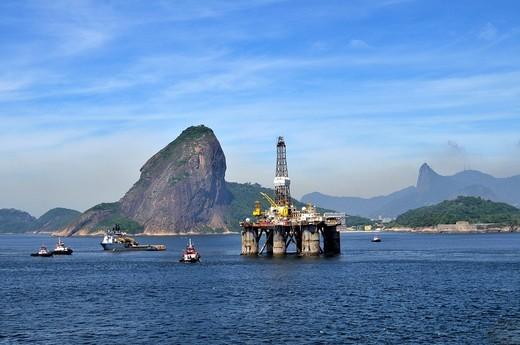 Oil rig of the Brazilian oil company Petrobras passing Sugarloaf Mountain, Bahia de Guanabara Bay, Rio de Janeiro, Brazil, South America : Stock Photo