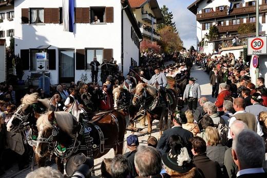 Leonhardifahrt, a procession with horses for the feast day of Saint Leonard of Noblac, Bad Toelz, Upper Bavaria, Bavaria, Germany, Europe : Stock Photo
