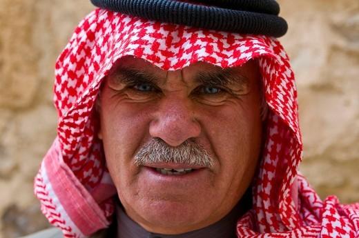Portrait of a Jordanian man, Jordan, Middle East : Stock Photo