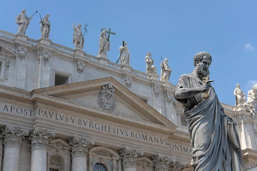 Façade of Saint Peter´s Basilica and statue of Saint Peter by Giuseppe De Fabris, 1847, Saint Peter´s Square, Vatican, Rome, Italy, Europe : Stock Photo
