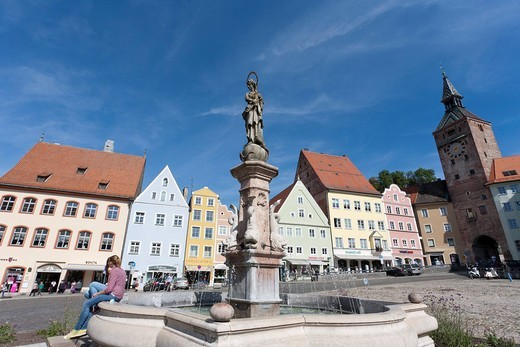 Marienbrunnen fountain in the main square with Schmalzturm tower, Landsberg am Lech, Bavaria, Germany, Europe : Stock Photo