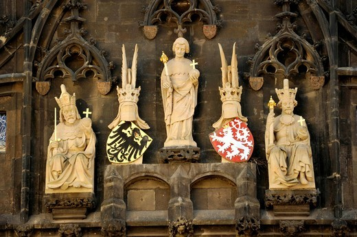 Gothic sculptures, Emperor Charles IV, bridge patron St. Veit, King Wenceslas IV, coat of arms of the Holy Roman Empire and Bohemia, Old Town Bridge Tower, Charles Bridge, Prague, Bohemia, Czech Republic, Europe : Stock Photo