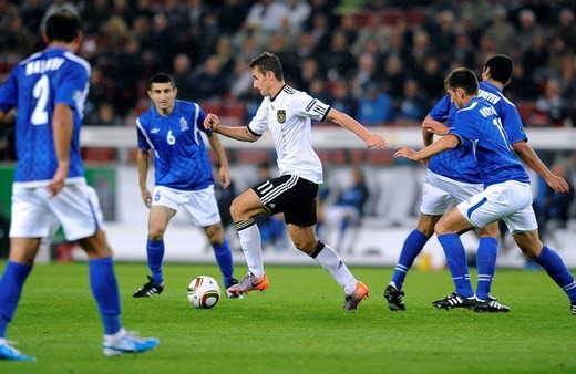 Miroslav Klose surrounded by four players from Azerbaijan, qualifier for the UEFA European Football Championship 2012, Germany _ Azerbaijan 6:1, RheinEnergieStadion stadium, Cologne, North Rhine_Westphalia, Germany, Europe : Stock Photo