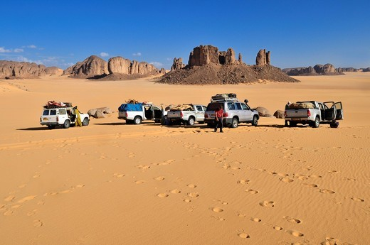 Tourist vehicles at Tassili n´Ajjer National Park, Unesco World Heritage Site, Tikobaouine Region near Erg Admer, Wilaya Illizi, Algeria, Sahara, North Africa : Stock Photo