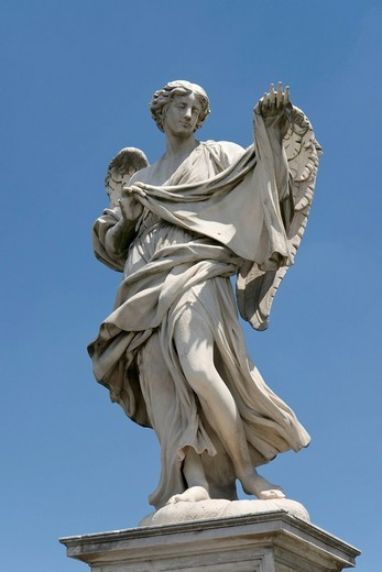 Angel with the sudarium, Veronica´s veil, by Cosimo Fancelli, one of the ten statues of angels with symbols of the Passion, design by Bernini, Ponte Sant´Angelo, Rome, Latium, Italy, Europe : Stock Photo