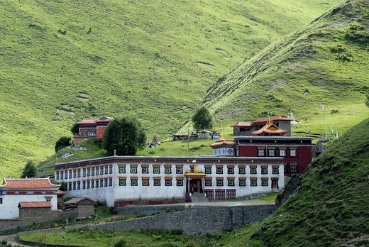 Stock Photo: 1848-543199 Tibetan monastery in the Tagong grasslands, Lhagang Gompa, Tagong, Sichuan, China, Asia