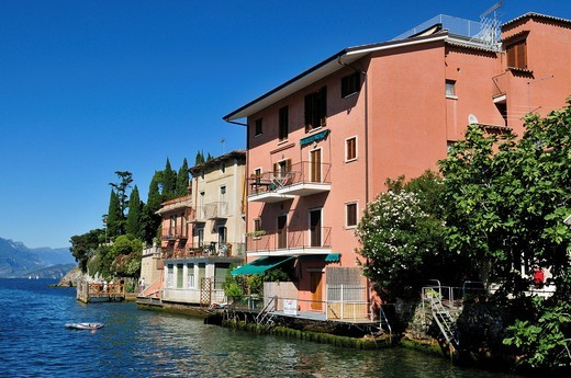 Building on the shore of Lake Garda, Malcesine, Veneto, Venetia, Italy, Europe : Stock Photo