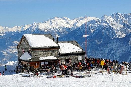 Stock Photo: 1848-543423 Skiers at the Les Violettes hut from the Swiss Alpine Club in the Valais Alps, Crans Montana, Valais, Switzerland, Europe