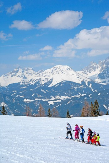 Stock Photo: 1848-544389 Young family skiing, Reiteralm, Styria, Austria, Alps, Europe