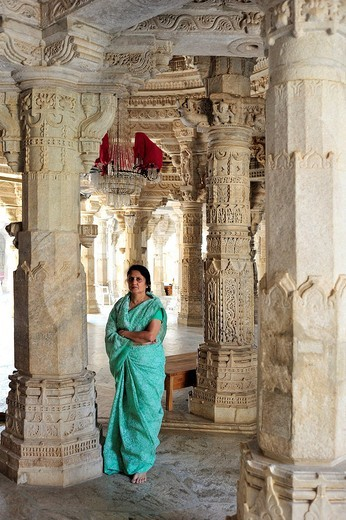 Indian woman wearing a traditional sari in the inner hall with ornate marble pillars in the Temple of Ranakpur, a temple of the Jain religion, Rajasthan, North India, India, Asia : Stock Photo