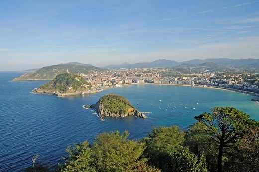 Stock Photo: 1848-546461 Mt Monte Urgull, Santa Clara, small island, La Concha, bay, beach, view from Mt Monte Igueldo, San Sebastian, Pais Vasco, Basque Country, Spain, Europe