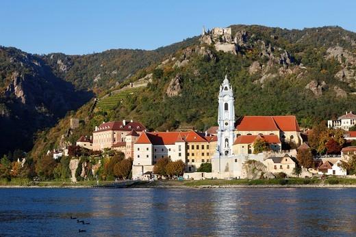 Duernstein with Stiftskirche collegiate church and castle ruins, view over the Danube river, Wachau, Waldviertel, Lower Austria, Austria, Europe : Stock Photo