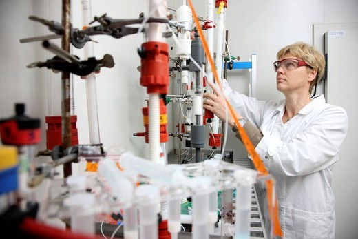 Laboratory, a scientist working in a cooling chamber on a chromatography column for protein purification, Centre for Medical Biotechnology University Duisburg_Essen, North Rhine_Westphalia, Germany, Europe : Stock Photo