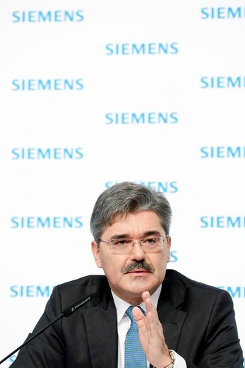Stock Photo: 1848-549566 Jo Kaeser, Chief Financial Officer of Siemens AG, during the press conference on financial statements on 11.11.2010 in Munich, Bavaria, Germany, Europe
