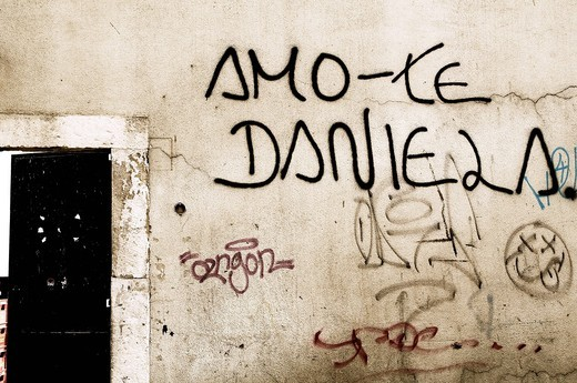Stock Photo: 1848-549921 Graffiti, declaration of love in Portuguese, Lisbon, Portugal, Europe