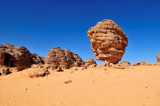 Sandstone rock formation at Tikobaouine, Tassili n´Ajjer National Park, Unesco World Heritage Site, Wilaya Illizi, Algeria, Sahara, North Africa, Africa : Stock Photo