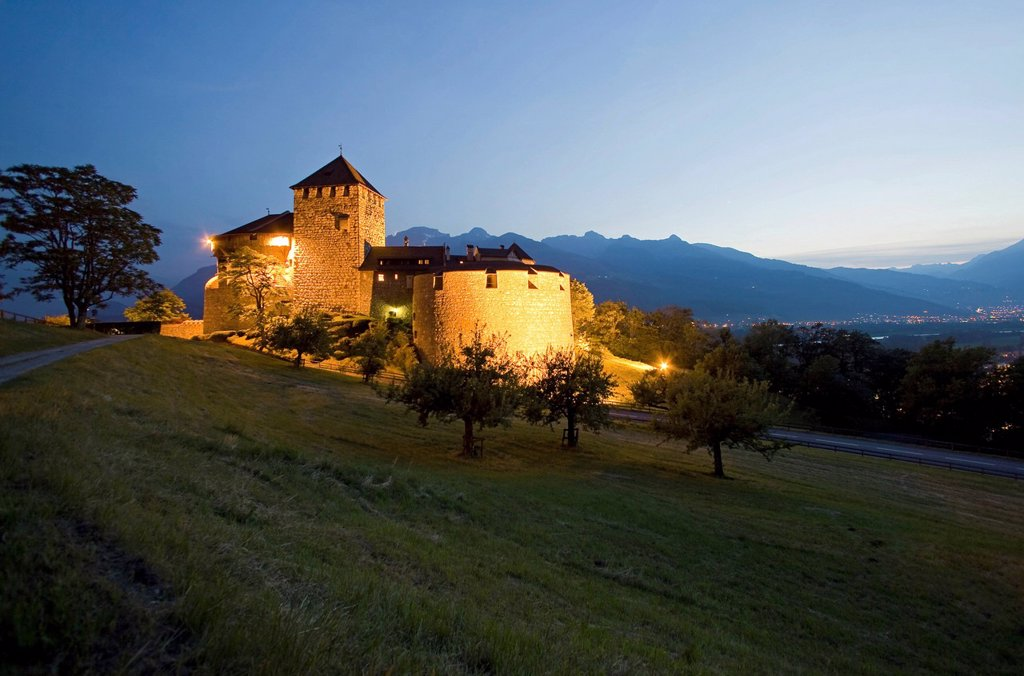 Stock Photo: 1848-551215 Vaduz Castle at dusk, residence of the dynasty and landmark of the capital Vaduz, Principality of Liechtenstein, Europe