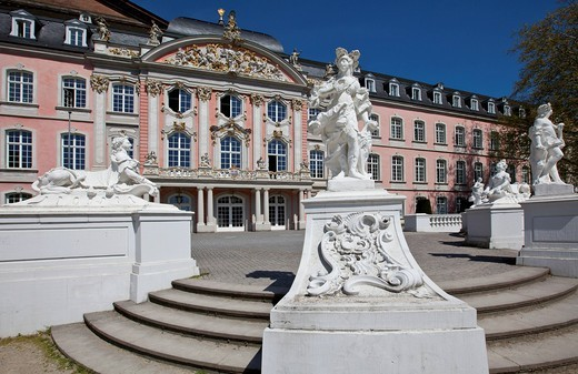 Kurfuerstliches Palais electoral palace, Renaissance and Rococo building, 17th century, residence of the Electors of Trier until 1794, Trier, Rhineland_Palatinate, Germany, Europe : Stock Photo
