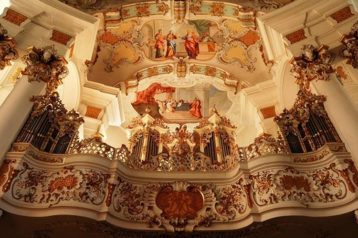 Wies Church, Rococo, built from 1745 to 1754, organ by Johann Georg Hoerterich in 1757, fresco on the ceiling above, Jesus and the Adulteress, and below, The Repentant King David by Johann Baptist Zimmermann, 1680_1758, Wies 12, Wies Steingaden, Upper Bav : Stock Photo