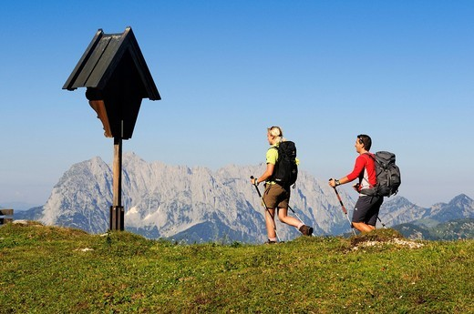 Hikers on the Eggenalm mountain pasture near the Straubinger Haus alpine lodge, in the back Mt. Wilder Kaiser, Reit im Winkl, Chiemgau, Upper Bavaria, Bavaria, Germany, Tyrol, Austria, Europe : Stock Photo