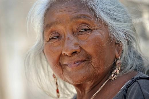 Mayan woman, Chichen Itza, Yucatan, Mexico, North America : Stock Photo