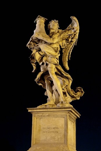 Angelo con la colonna, con il trono, angel with the column, with the throne, by Antonio Raggi, one of the ten statues of angels with symbols of the Passion, Statue di angeli con i simboli della Passione, design by Bernini, Ponte Sant´Angelo, Rome, Latium, : Stock Photo