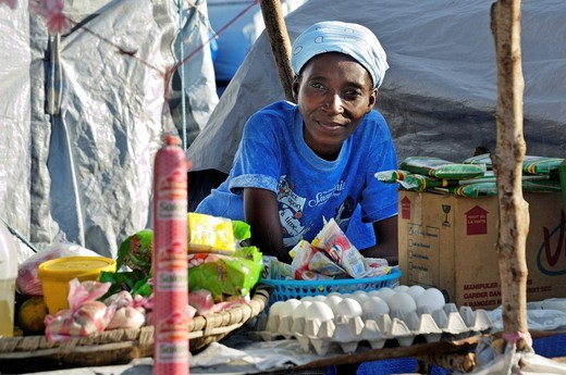 Seller of food standing at her stand in a camp for victims of the January 2010 earthquake, Croix_des_Bouquets district, Port_au_Prince, Haiti, Caribbean, Central America : Stock Photo